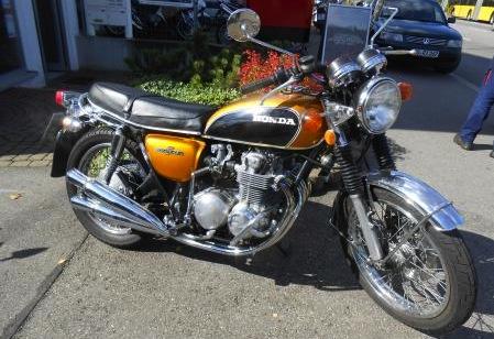 バイク屋の前1