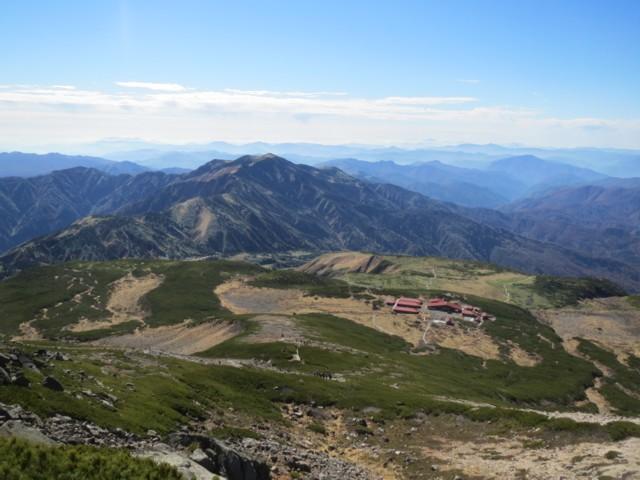 10月25日 御前峰から別山とビジターセンター
