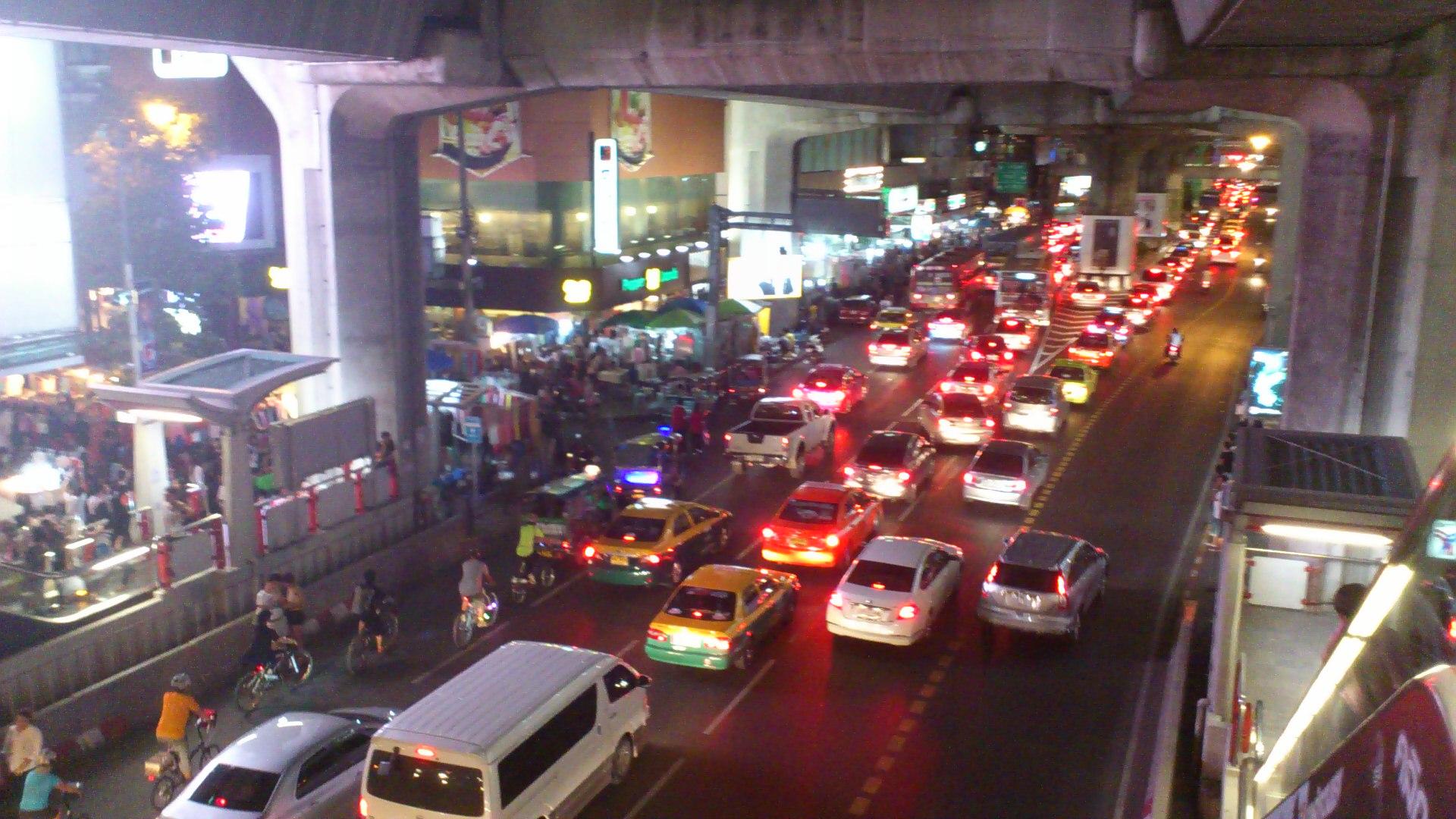 サイアムパラゴン前の道路の様子