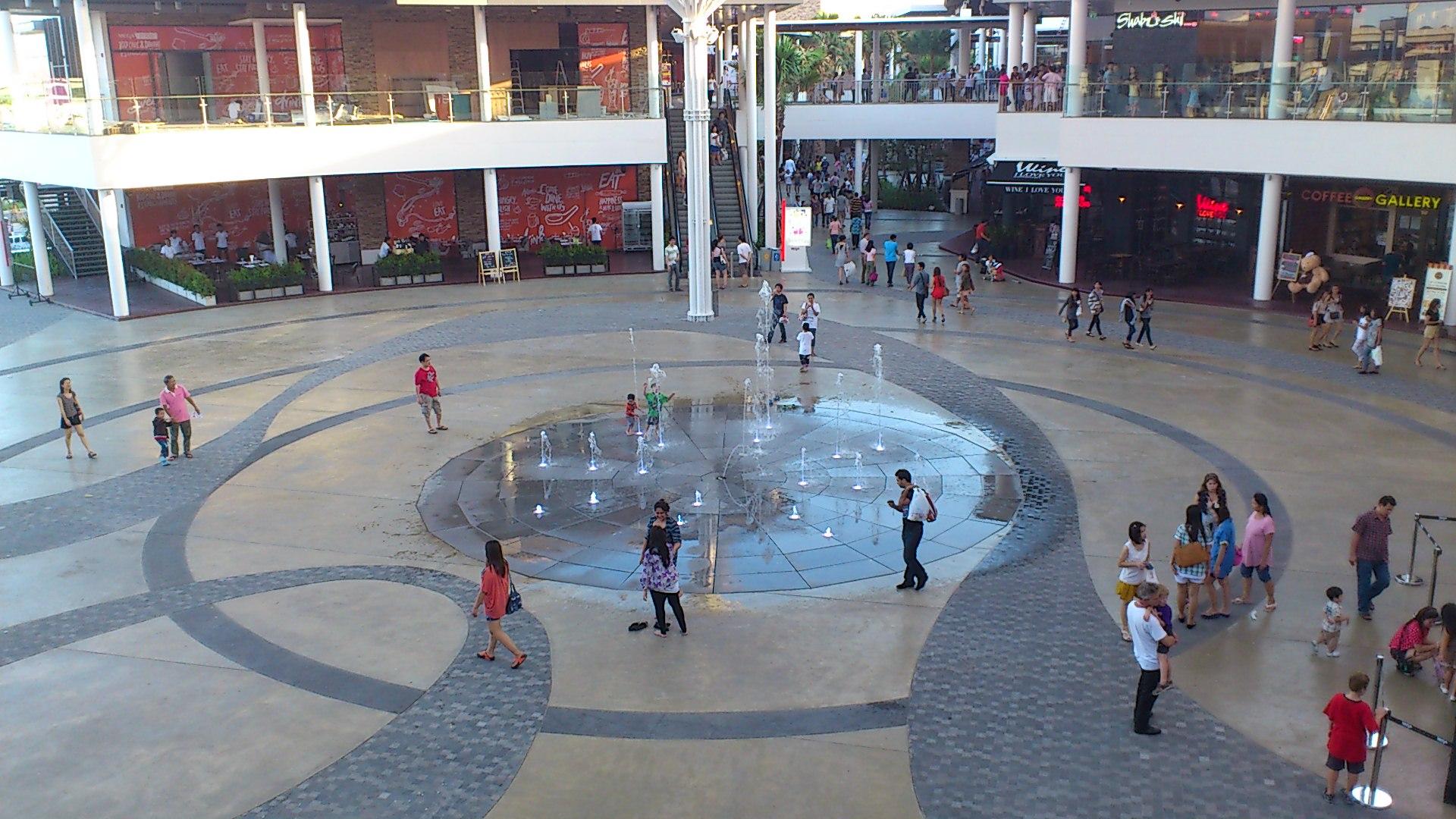 メガバンナー広場