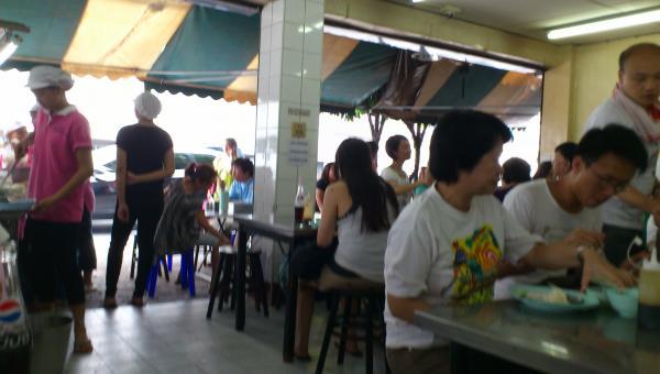 ピンクのカオマンガイ店内1_convert_20120610142453