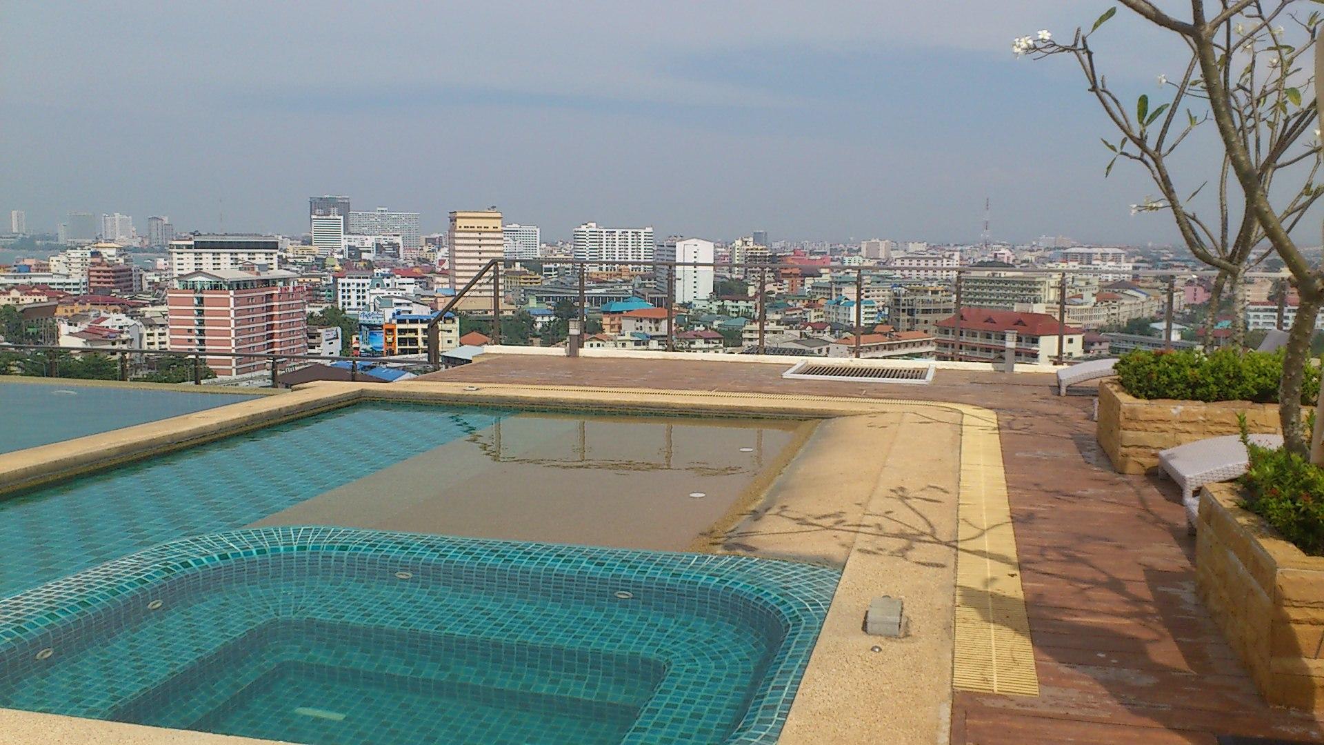 パタヤコンドミニアムのプール
