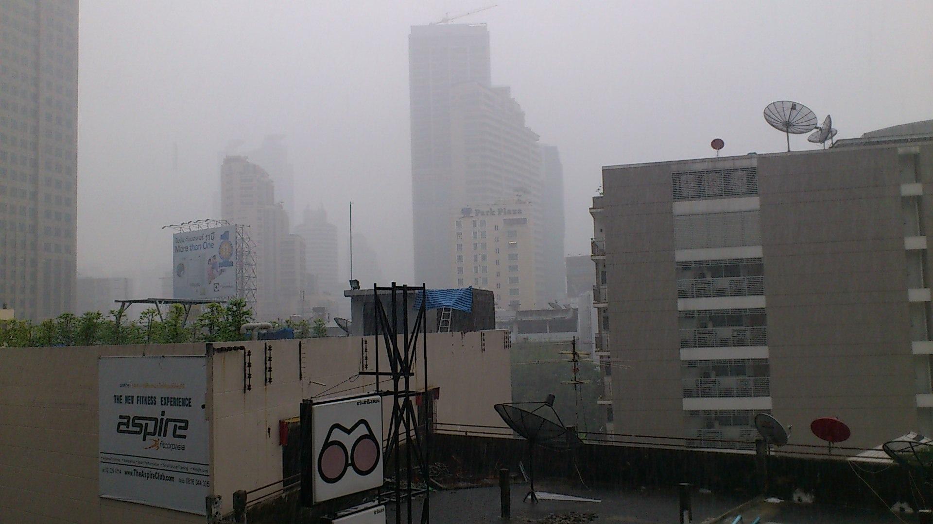 アソーク駅からの眺め 大雨
