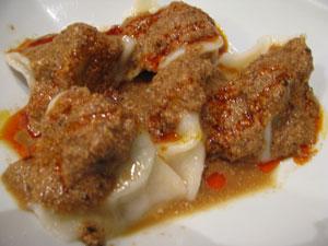 怪味の中華料理  「五指山」 (神田)で激辛餃子と激辛麻婆豆腐!