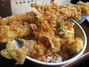 「土手の伊勢屋」(三ノ輪)で美味しいと言いながら天丼を!