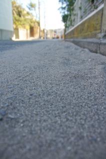 浦賀道(鎌倉):小坪・道端に溜まる砂