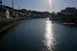 浦賀道(鎌倉):小坪・富士見橋より河口方向を望む