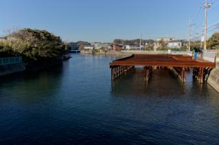浦賀道(鎌倉):小坪・富士見橋より田越川上流を望む