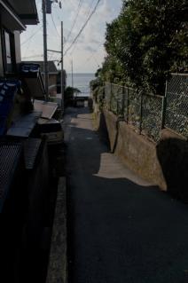 浦賀道(戸塚):県道から三ヶ浦海岸への下り口