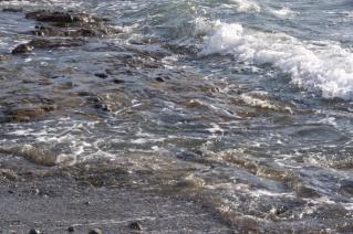 浦賀道(戸塚):三ヶ浦海岸に打ち寄せる波
