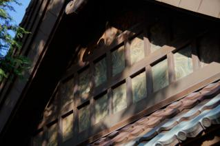 上山口・杉山神社:拝殿切妻の模様