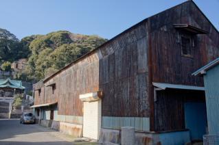 浦賀:西叶神社前の土蔵