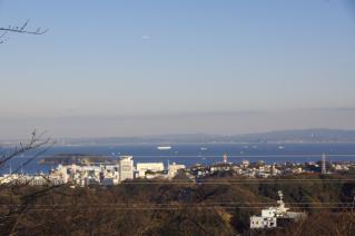 浦賀道(金沢):塚山公園から猿島方面を望む