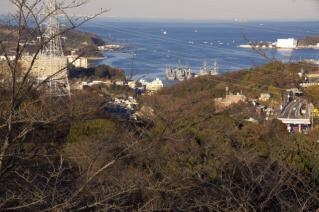 浦賀道(金沢):塚山公園から横須賀港方面を望む