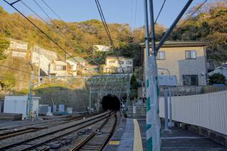 京浜急行:逸見駅より汐入駅方面を望む