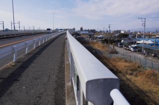 旧東海道:馬入橋の高欄上から平塚方面を見る