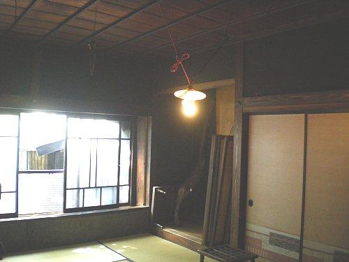 旧金津桶店二階