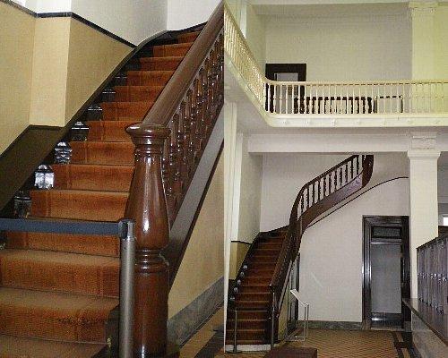 山口銀行・階段