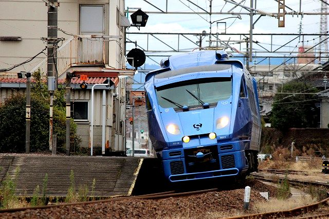 青いソニック(883系)