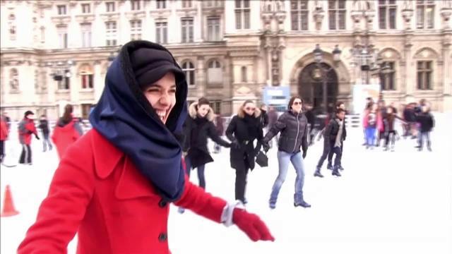 カミーユ、スケートをする