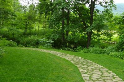 麦飯石の小道