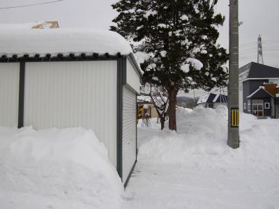 車庫屋根の雪
