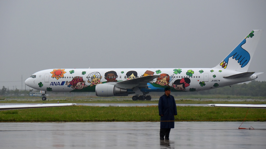 ANA創立60周年記念特別塗装機「ゆめジェット~You & Me~」