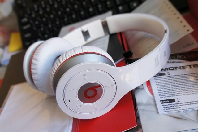 Bluetooth_Headphones_04.jpg