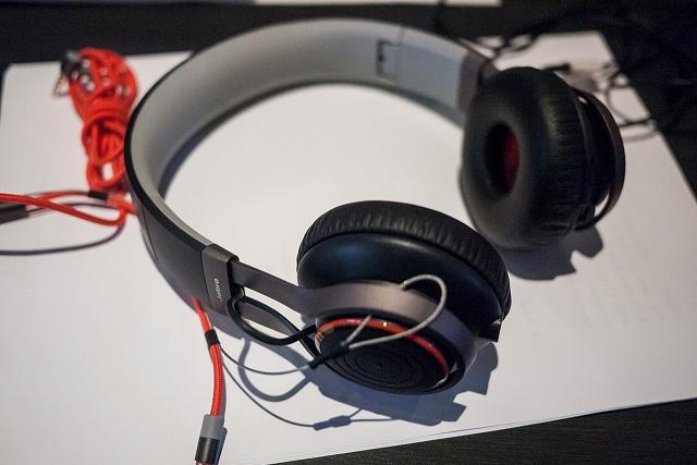 Bluetooth_Headphones_05.jpg