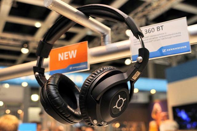 Bluetooth_Headphones_07.jpg