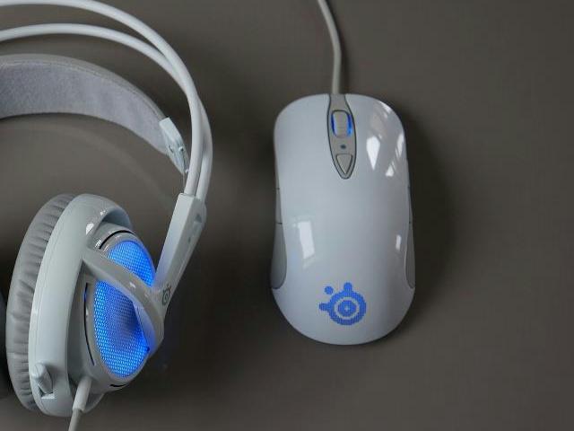 White_Gaming_Mouse_01.jpg